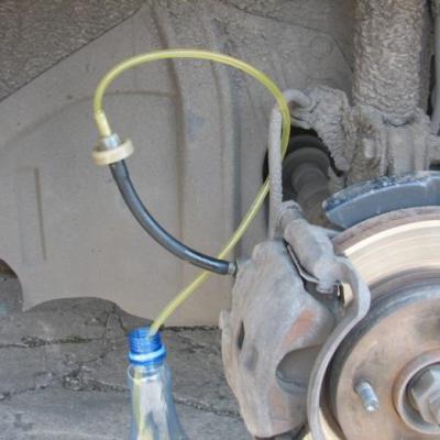 Как правильно прокачать тормоза на форд скорпио