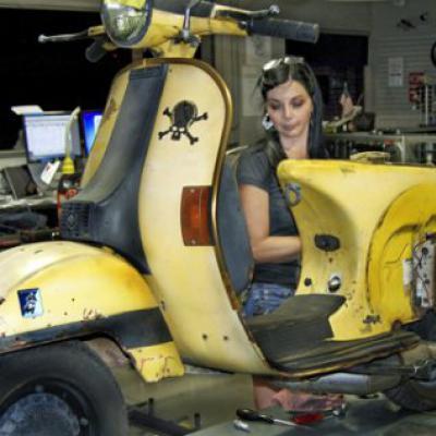 Скутер глохнет и течет бензин с карбюратора