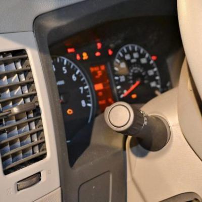 При повороте ключа зажигания машина не глохнет